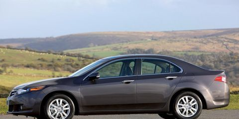 Tire, Wheel, Vehicle, Alloy wheel, Land vehicle, Rim, Car, Full-size car, Mid-size car, Fender,