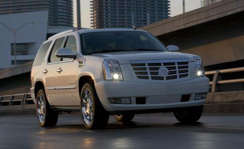 Motor vehicle, Tire, Wheel, Automotive tire, Vehicle, Transport, Infrastructure, Automotive mirror, Rim, Grille,