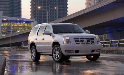 Tire, Motor vehicle, Wheel, Automotive tire, Automotive mirror, Transport, Window, Vehicle, Automotive parking light, Infrastructure,