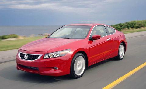 Tire, Mode of transport, Road, Daytime, Vehicle, Automotive mirror, Glass, Infrastructure, Automotive design, Automotive lighting,
