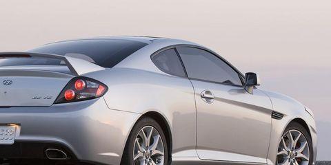 Tire, Wheel, Automotive design, Vehicle, Rim, Alloy wheel, Car, White, Automotive tire, Automotive wheel system,