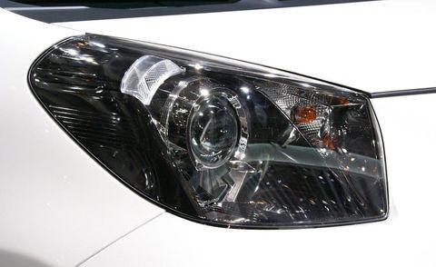 Automotive design, Automotive lighting, Headlamp, Automotive parking light, Automotive exterior, Grille, Car, Personal luxury car, Hood, Light,