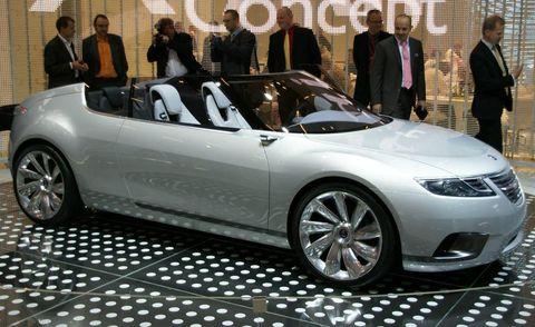 Tire, Wheel, Mode of transport, Automotive design, Vehicle, Land vehicle, Event, Car, Personal luxury car, Alloy wheel,