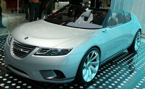 Mode of transport, Automotive design, Vehicle, Event, Land vehicle, Car, Auto show, Personal luxury car, Glass, Exhibition,