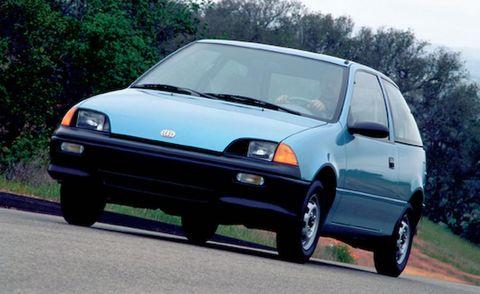 Automotive design, Vehicle, Daytime, Land vehicle, Hood, Car, Transport, Glass, Rim, Vehicle door,