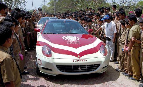 Motor vehicle, Automotive design, Land vehicle, Car, Performance car, Sports car, Crowd, Luxury vehicle, Vehicle registration plate, Headlamp,