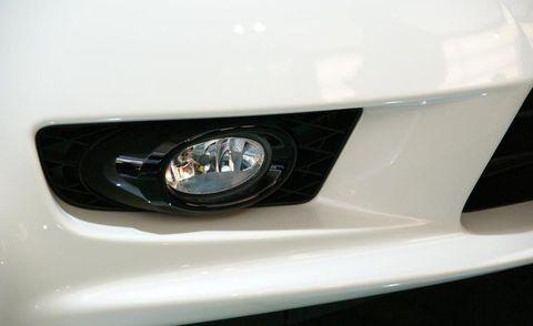 Automotive design, Daytime, Automotive lighting, Green, Headlamp, White, Light, Black, Grey, Teal,