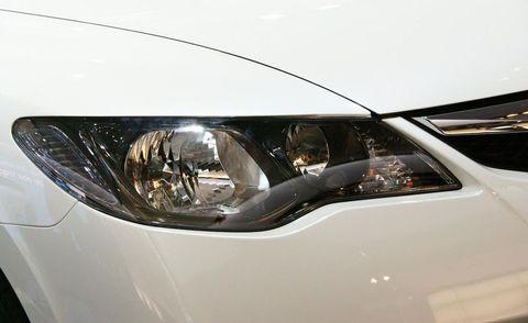 Automotive design, Headlamp, Automotive lighting, Automotive exterior, Fender, Automotive parking light, Light, Grey, Hood, Personal luxury car,