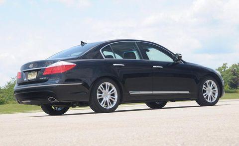 Tire, Wheel, Mode of transport, Automotive tire, Automotive design, Vehicle, Alloy wheel, Rim, Spoke, Car,