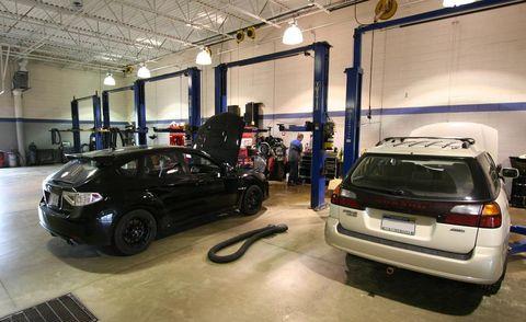 Motor vehicle, Automotive design, Vehicle, Automotive tail & brake light, Automotive parking light, Automotive exterior, Land vehicle, Automotive lighting, Car, Vehicle registration plate,
