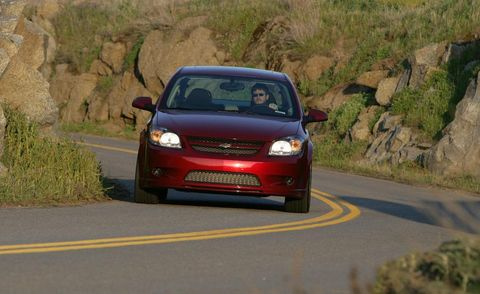 Motor vehicle, Automotive mirror, Road, Automotive design, Vehicle, Land vehicle, Infrastructure, Car, Automotive lighting, Rear-view mirror,