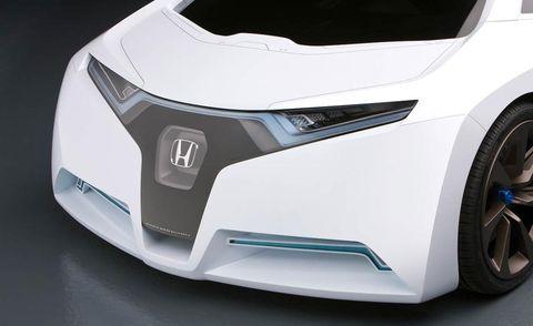 Automotive design, Automotive exterior, Rim, White, Automotive tire, Fender, Alloy wheel, Machine, Bumper, Automotive wheel system,