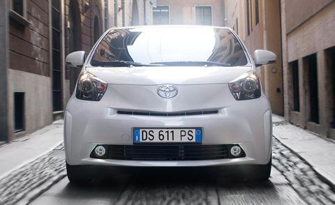 Motor vehicle, Mode of transport, Automotive design, Daytime, Vehicle, Automotive exterior, Transport, Land vehicle, Car, Glass,