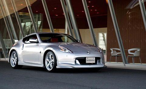 Tire, Wheel, Automotive design, Vehicle, Automotive exterior, Automotive lighting, Rim, Car, Automotive parking light, Vehicle door,