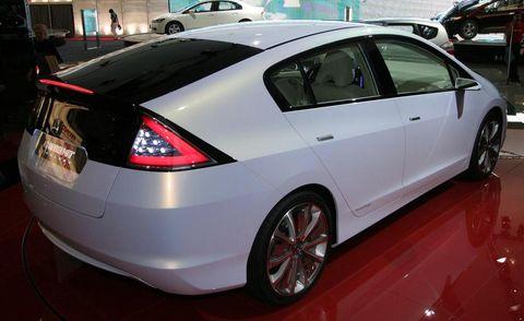 Motor vehicle, Wheel, Mode of transport, Automotive design, Vehicle, Land vehicle, Car, Technology, Fender, Alloy wheel,