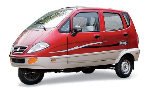Motor vehicle, Automotive mirror, Mode of transport, Automotive design, Product, Transport, Vehicle, Glass, Automotive tire, Automotive exterior,