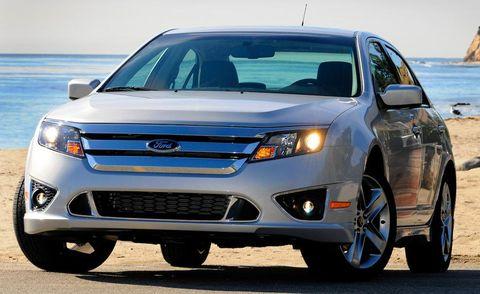 Tire, Wheel, Motor vehicle, Blue, Automotive design, Land vehicle, Daytime, Vehicle, Product, Transport,