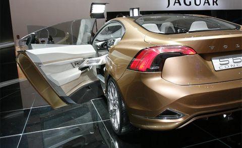 Motor vehicle, Automotive design, Mode of transport, Vehicle, Land vehicle, Car, Automotive lighting, Hatchback, Personal luxury car, Bumper,