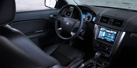 Motor vehicle, Steering part, Steering wheel, Automotive mirror, Automotive design, Vehicle door, Center console, White, Vehicle audio, Technology,