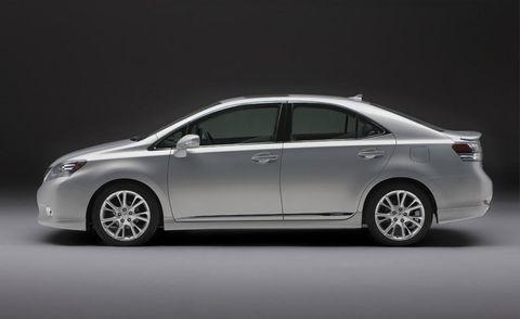 Wheel, Automotive design, Mode of transport, Vehicle, Car, Mid-size car, Full-size car, Alloy wheel, Glass, Rim,