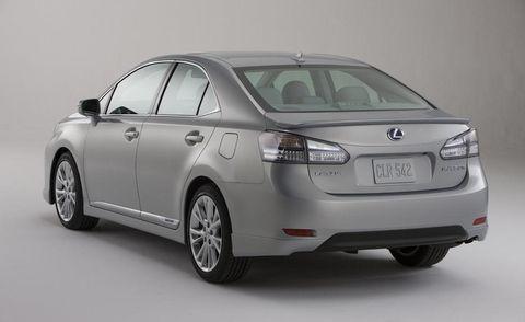 Tire, Wheel, Motor vehicle, Mode of transport, Automotive design, Product, Vehicle, Land vehicle, Glass, Car,
