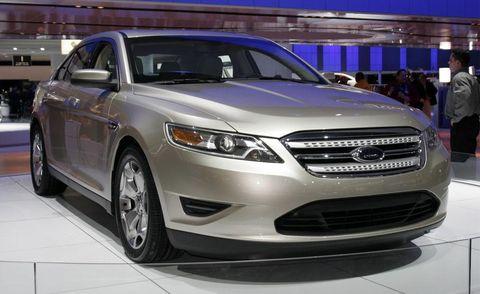 Motor vehicle, Tire, Wheel, Automotive design, Vehicle, Product, Land vehicle, Headlamp, Automotive lighting, Car,