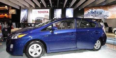 Tire, Wheel, Motor vehicle, Automotive design, Mode of transport, Automotive tire, Vehicle, Land vehicle, Transport, Automotive wheel system,