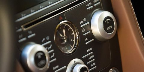 Machine, Technology, Electronics, Center console, Vehicle audio, Luxury vehicle, Personal luxury car, Multimedia, Steering part, Silver,