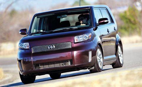 Tire, Motor vehicle, Wheel, Automotive mirror, Automotive design, Automotive tire, Vehicle, Transport, Land vehicle, Automotive exterior,