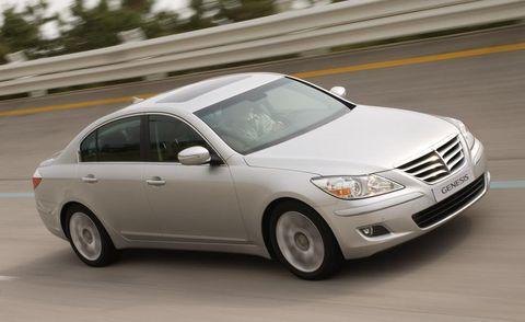 Tire, Wheel, Vehicle, Land vehicle, Automotive tire, Automotive lighting, Automotive mirror, Glass, Infrastructure, Headlamp,