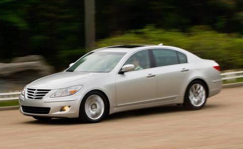 Tire, Wheel, Automotive design, Vehicle, Automotive mirror, Land vehicle, Car, Alloy wheel, Full-size car, Automotive lighting,