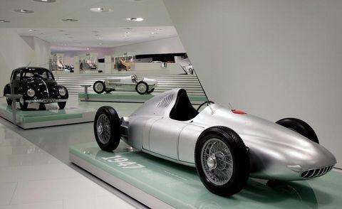 Tire, Wheel, Motor vehicle, Automotive tire, Automotive design, Mode of transport, Vehicle, Automotive wheel system, Rim, Fender,
