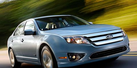 Wheel, Tire, Vehicle, Automotive design, Automotive mirror, Land vehicle, Glass, Transport, Automotive lighting, Car,