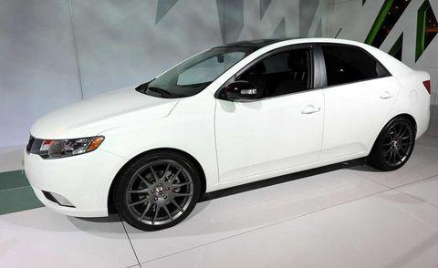 Tire, Wheel, Motor vehicle, Automotive mirror, Vehicle, Automotive design, Glass, Land vehicle, Rim, Alloy wheel,