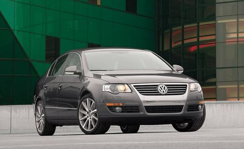 Automotive design, Automotive mirror, Vehicle, Land vehicle, Automotive lighting, Car, Automotive parking light, Headlamp, Alloy wheel, Rim,