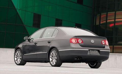 Tire, Wheel, Motor vehicle, Mode of transport, Automotive tire, Automotive design, Vehicle, Transport, Alloy wheel, Automotive lighting,
