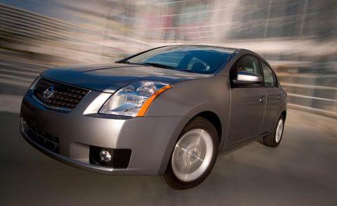 Motor vehicle, Automotive mirror, Mode of transport, Automotive design, Daytime, Product, Vehicle, Glass, Transport, Automotive lighting,
