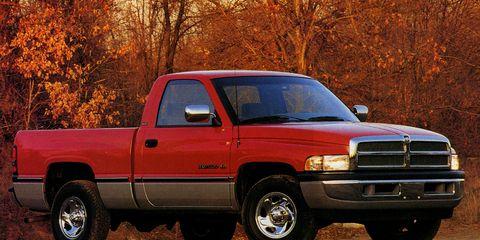 Wheel, Tire, Motor vehicle, Automotive tire, Automotive design, Vehicle, Land vehicle, Automotive parking light, Rim, Pickup truck,