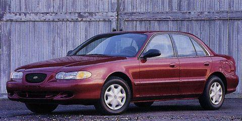 Tire, Wheel, Vehicle, Automotive parking light, Land vehicle, Automotive lighting, Infrastructure, Rim, Car, Hood,