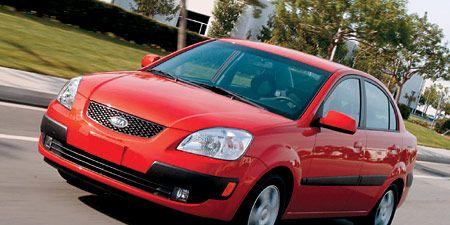 Motor vehicle, Tire, Automotive mirror, Automotive design, Vehicle, Land vehicle, Road, Car, Hood, Transport,