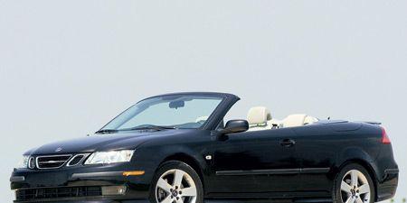 Tire, Wheel, Motor vehicle, Automotive mirror, Mode of transport, Automotive design, Vehicle, Land vehicle, Transport, Automotive parking light,