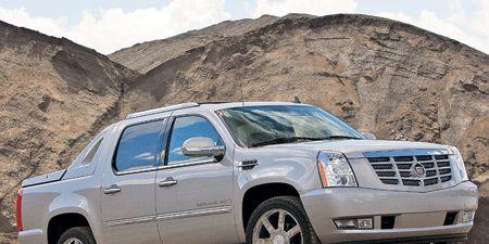 Tire, Wheel, Motor vehicle, Automotive tire, Mode of transport, Automotive mirror, Vehicle, Transport, Land vehicle, Window,