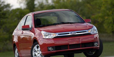 Tire, Wheel, Motor vehicle, Automotive mirror, Mode of transport, Automotive design, Vehicle, Transport, Land vehicle, Car,