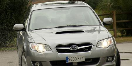 Tire, Vehicle, Daytime, Land vehicle, Headlamp, Car, Automotive lighting, Glass, Hood, Automotive mirror,