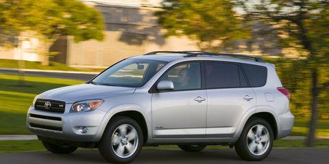 Tire, Wheel, Automotive tire, Daytime, Vehicle, Automotive mirror, Land vehicle, Automotive lighting, Headlamp, Infrastructure,