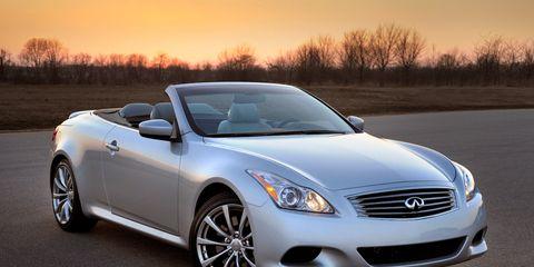 Tire, Mode of transport, Automotive design, Vehicle, Automotive lighting, Hood, Headlamp, Glass, Car, Automotive mirror,