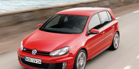 Tire, Motor vehicle, Wheel, Automotive design, Daytime, Vehicle, Land vehicle, Automotive wheel system, Rim, Car,
