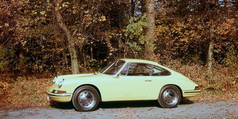 Tire, Wheel, Vehicle, Window, Land vehicle, Rim, Alloy wheel, Car, Classic car, Spoke,