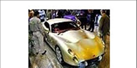 Motor vehicle, Mode of transport, Automotive design, Photograph, Headlamp, Fender, Automotive lighting, Classic car, Automotive mirror, Hood,