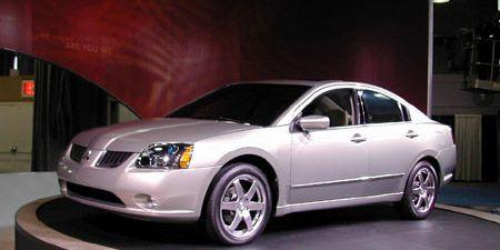 Motor vehicle, Tire, Mode of transport, Vehicle, Transport, Automotive lighting, Glass, Infrastructure, Automotive design, Full-size car,